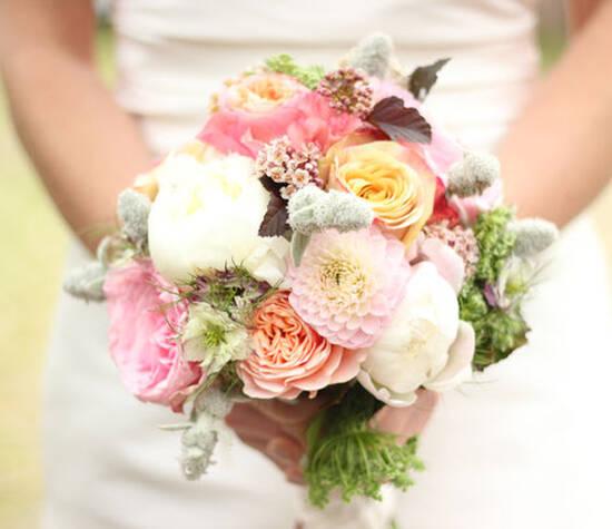 https://www.roosmarijn-bloembinders.nl/bruidsbloemwerk/