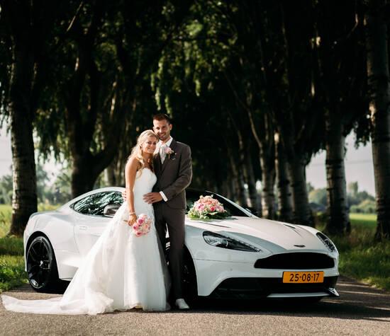 Aston Martin Vanquish carbon white edition